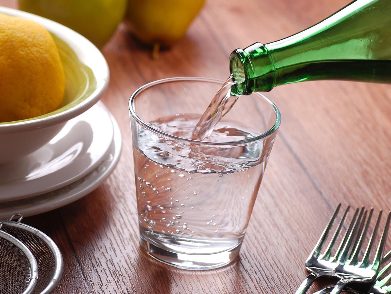 Полезно ли пить воду во время еды?